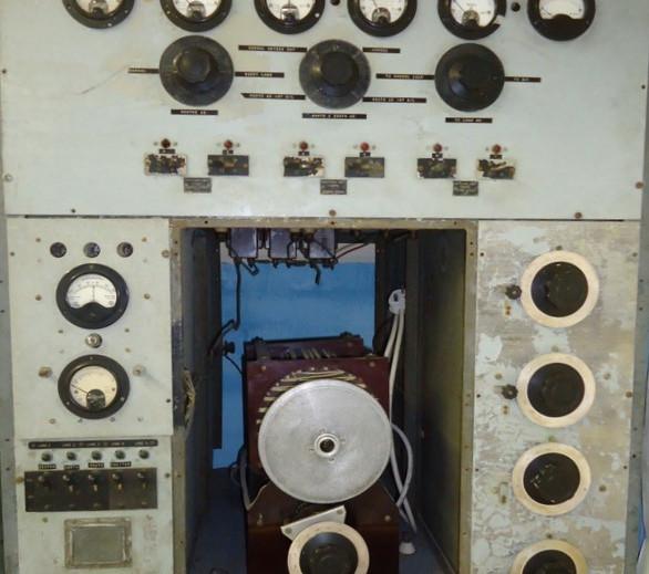 Fred-Jennings-Radio-Room-Hangar-04-Conso