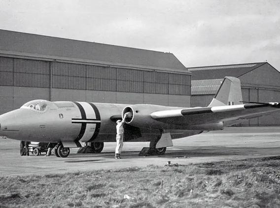 Canberra-PR9-History-01-WJ624-Vintage-Ap
