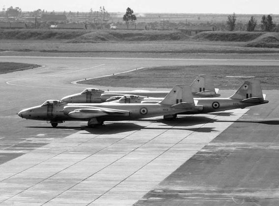 Canberra-PR9-History-06-Canberras-x3-Vin