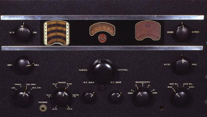 Fred-Jennings-Radio-Room-Hangar-01-AR88-