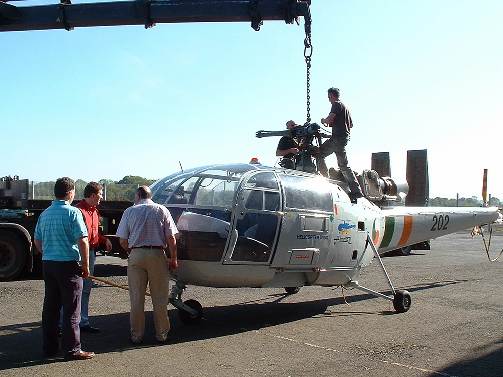 Alouette-Helicopter-Hangar-on-own-wheels