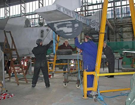 Fairey-Gannet-Hangar-04-Essar.webp