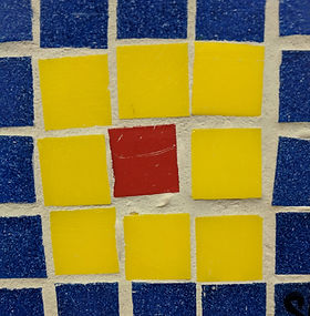 A mosaic tile with blue, yellow and ride tile.