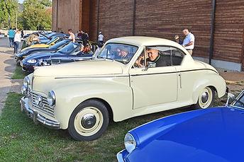 voiture peugeot 203 coupé beige ancienne