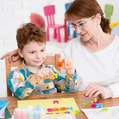 occupational-therapist-and-little-boy-PE