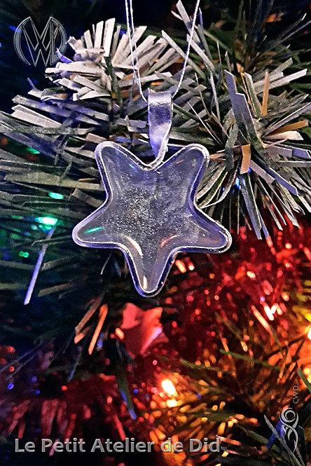 Décoration festive « Étoile scintillante » 2.0 Bleu doux (Vue de face, sur sapin de Noël)