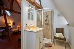 Cardinal Bathroom