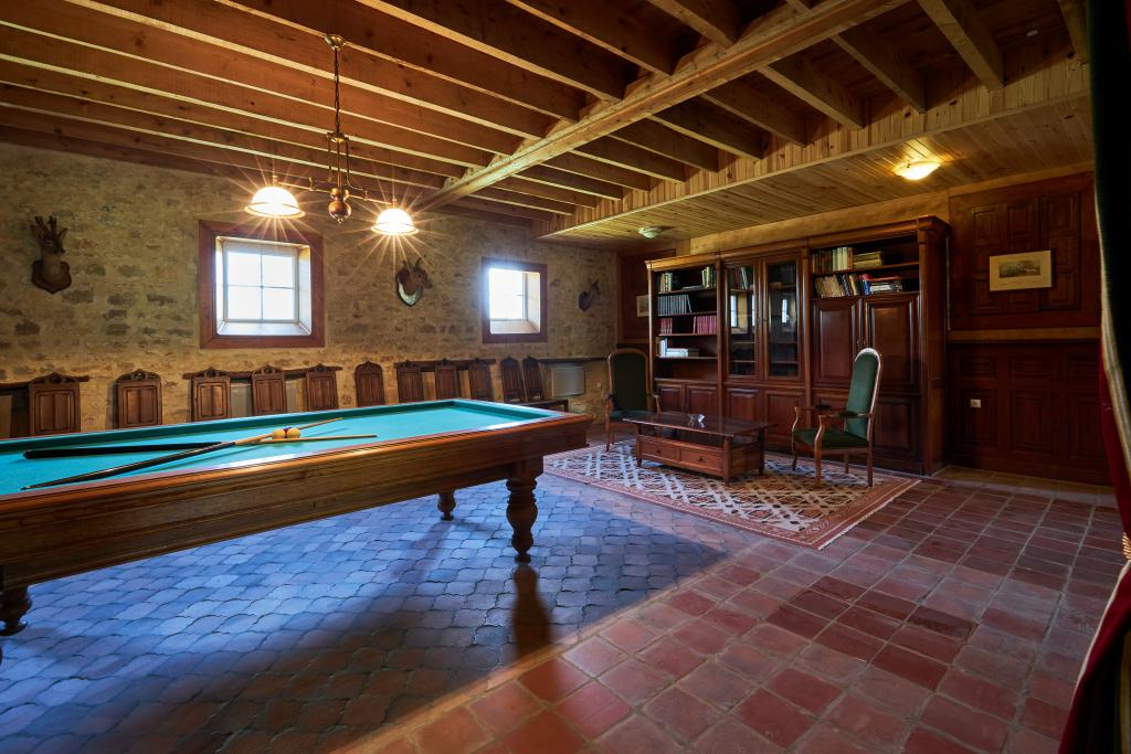 Sports equipment - Billiard room