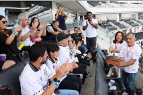 Camarote do Corinthians recebe time da Move para experiência esportiva e gastronômica