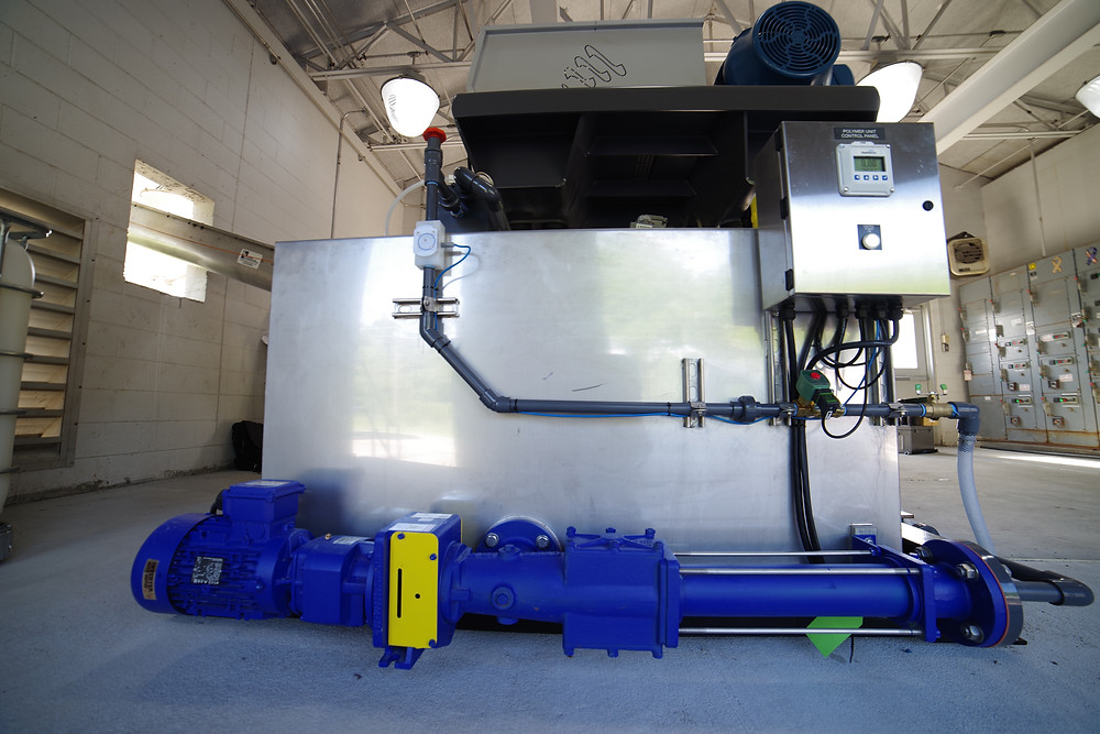Batch type polymer activation and blending pump delivery system for centrifuge dewatering process