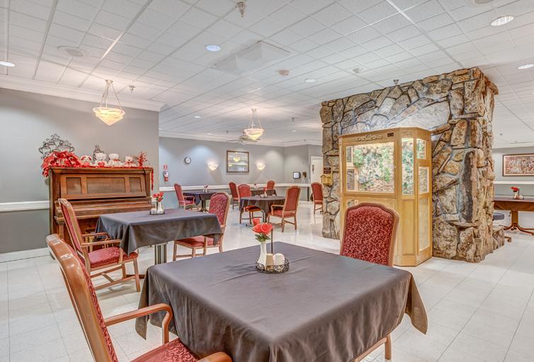 La-Villa-Grande,-Skilled-Nursing_dining