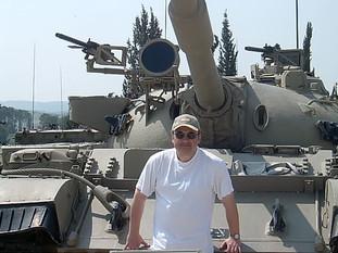 Latrun, az Izraeli Védelmi Erők múzeuma (egy T55-ös harckocsi előtt állok, ebben a típusban szolgáltam 1982/83-ban)