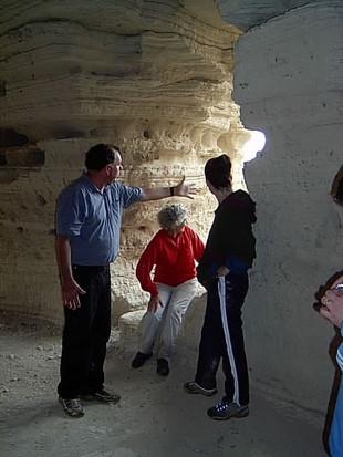 Qumran, a 4. számú barlangban Hanan Eshellel