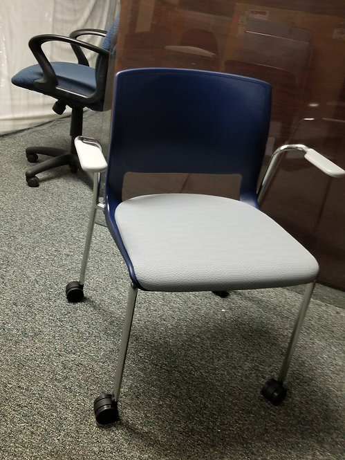 Variable Stacking Chair with Upholstered Seat by Teknion