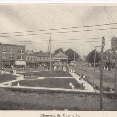 Diamond  St. MAays PA postcard
