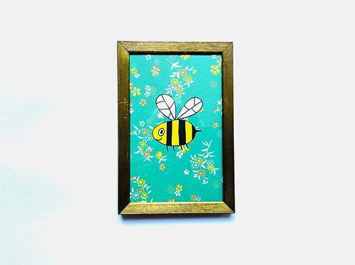 BEE FLOWERS GREEN