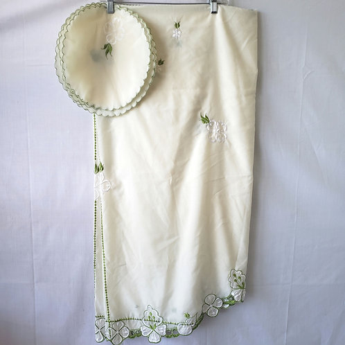 Vintage Oval Table Cloth with Set of 7 Napkins Green Trim Floral Applique