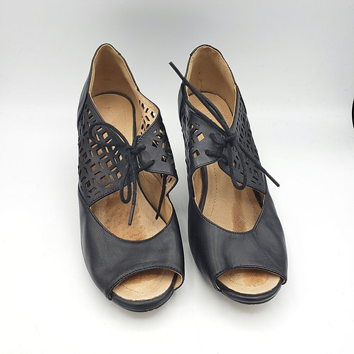 Chelsea Crew Lace Up Heels - size 37