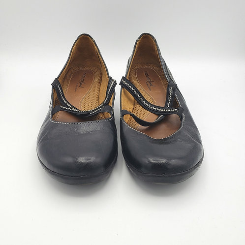 Natural Soul by Naturalizer Black Criss Cross Slip Ons - size 8M