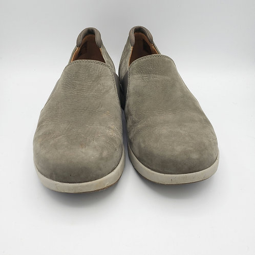 Clarks Unstructured Taupe Slip Ons - size 9