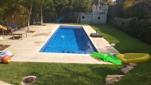 הבריכה היפה של רוני