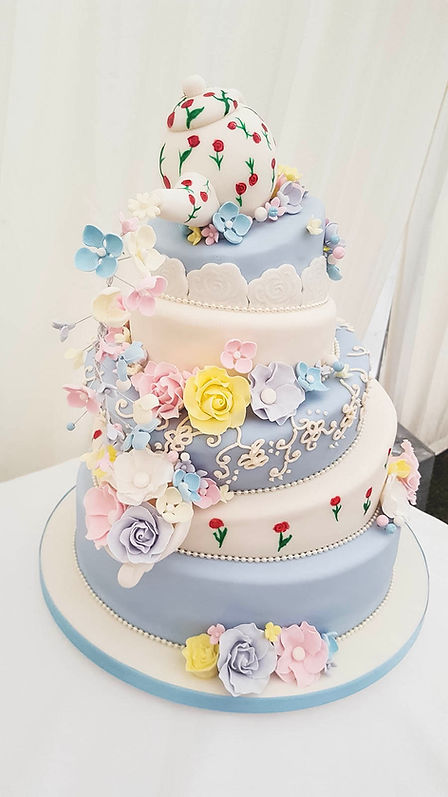 Alternative wedding cake, Alice in Wonderland wedding