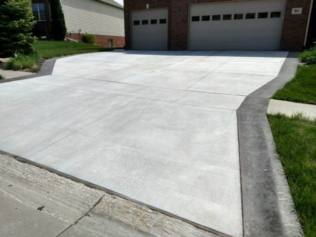 Driveway with Stamp and Color Edges