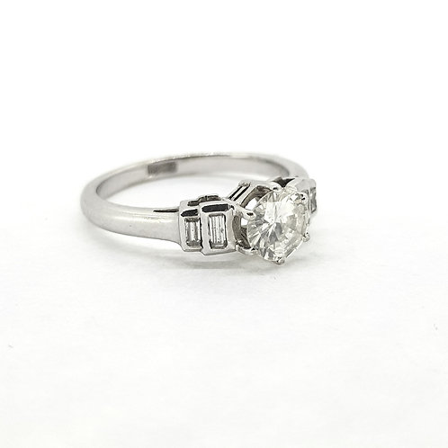 Single stone with baguette shoulders 0.70x0.30Cts