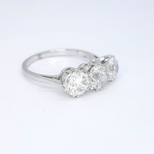 Three stone diamond ring D3.06CTS