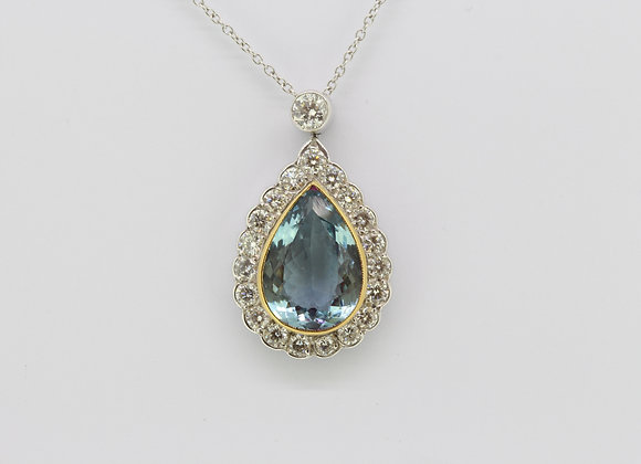 Aquamarine and diamond pendant A 4cts  D1.32cts