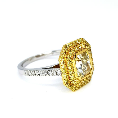 Cushion cut and yellow diamond ring D1.78 x 0.85CTS