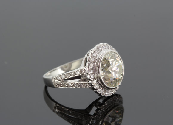 Solitaire diamond cluster ring cs2.67ctsx.60cts