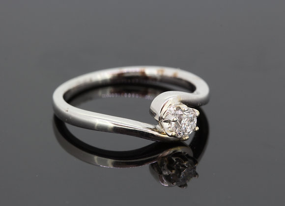 Solitaire diamond cross over ring d.25cts