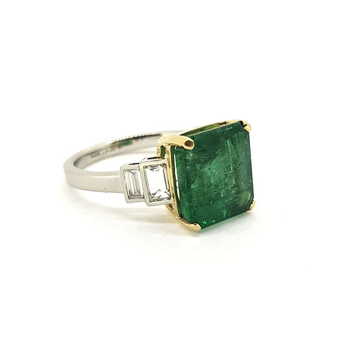 Emerald and diamond step shoulder ring Em5.74Cts D0.61Cts