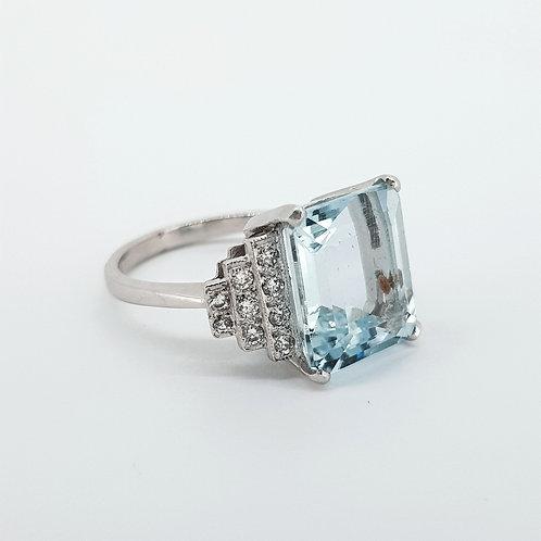 Aquamarine and diamond ring Aq5.50cts D.85cts