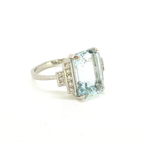 Aquamarine and diamond shouldered ring Aq6.0Cts D0.25Cts Platinum