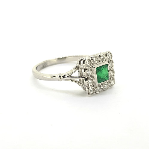 Emerald and diamond  ring D0 25Cts