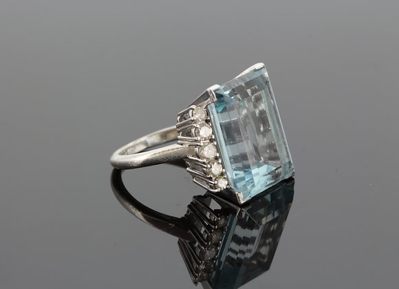 Aquamarine and diamond cluster ring a14cts est d1.0ct est