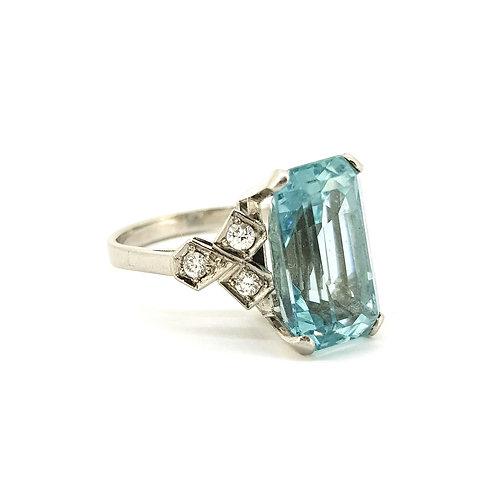 Aquamarine and diamond ring circa 1950s