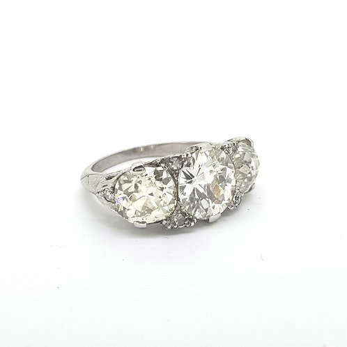 Three stone diamond ring 5.50cts 1950s
