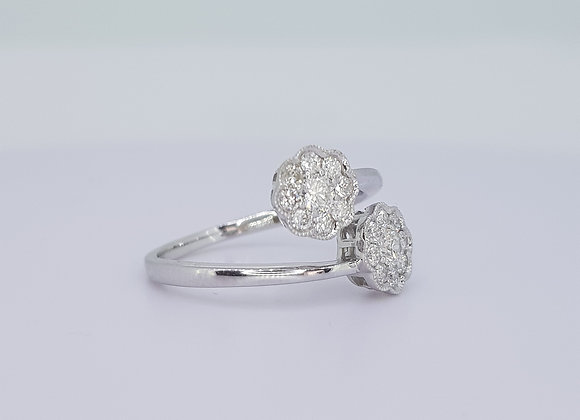 Cross over daisy cluster ring.