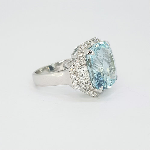 Aquamarine and diamond cluster ring A9.91CTS D1.06