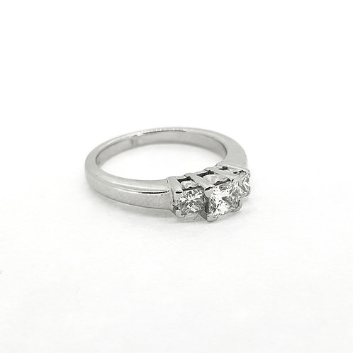 Princess cut platinum engagement ring D0.56cts