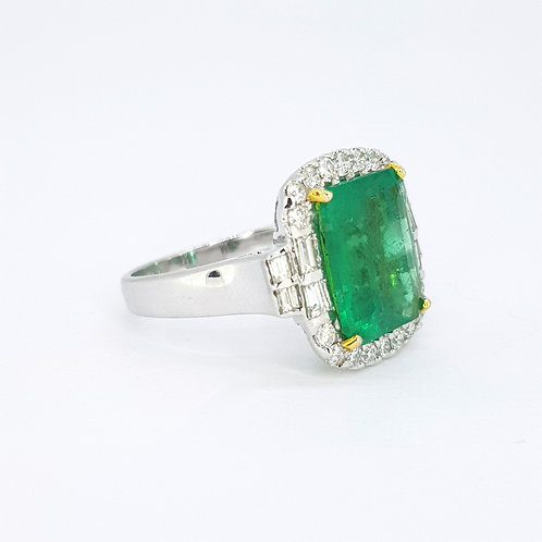 Emerald and diamond cluster ring E4.18CTS 18CT