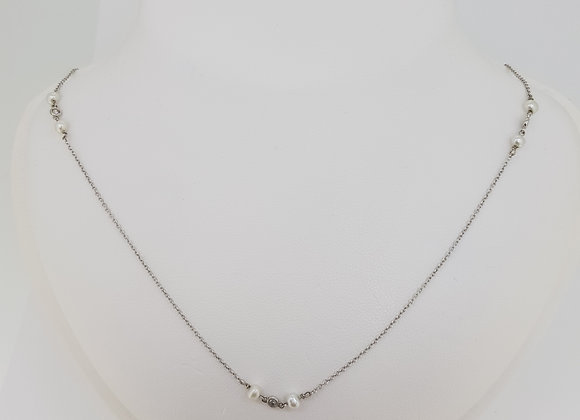 Pearl and diamond neck chain.