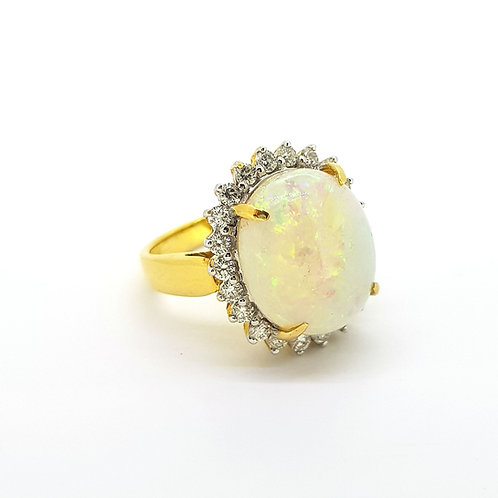 Opal and diamond ring o7.21cts d.84cts