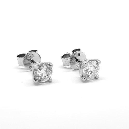 Diamond studs. 1.01.