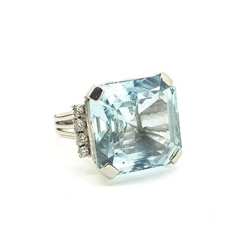 Aquamarine and diamond ring Aq est. 35.0Cts