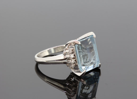 Aquamarine and diamond cluster ring a8.35cts