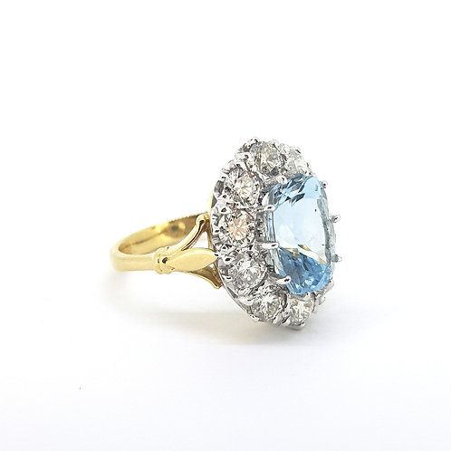 Aquamarine and diamond cluster ring A3.80CTS D2.0CTS